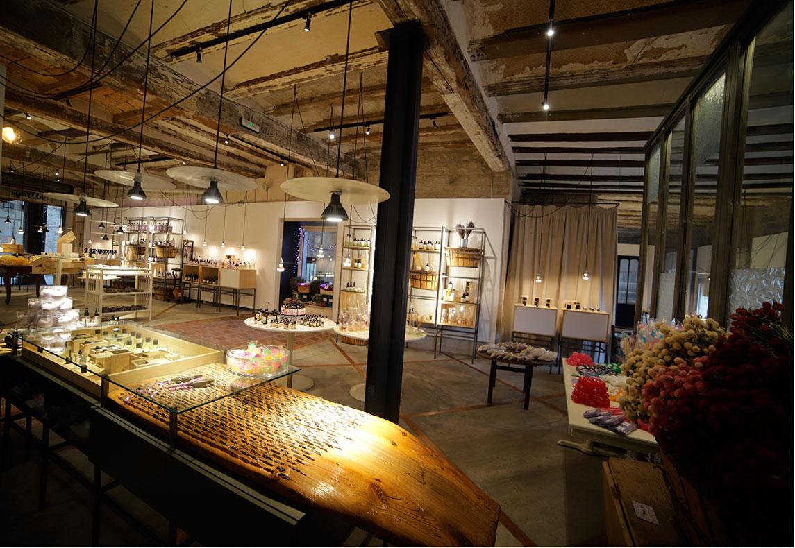 Interior de nuestra tienda en Morella